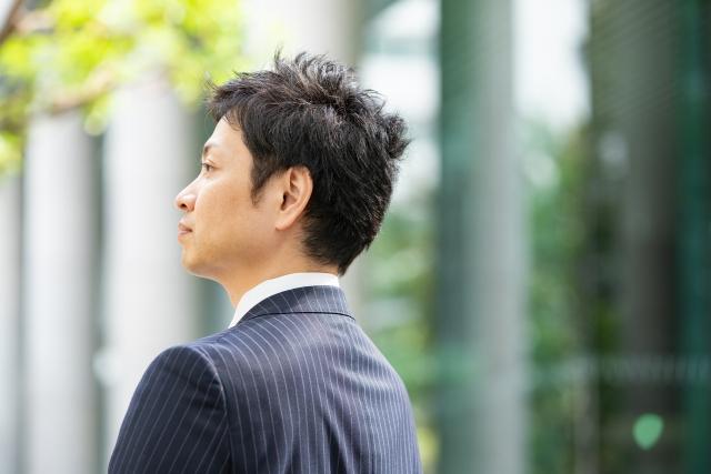 人間的な魅力のある、男性の横顔 ポテンシャル