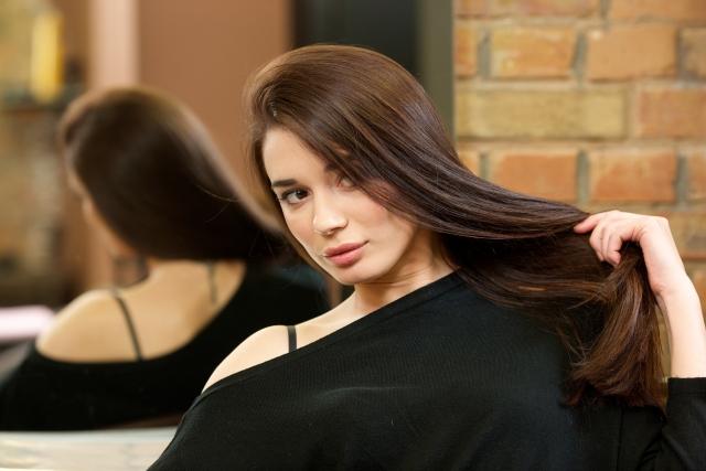 髪が艶やかで美しい女性