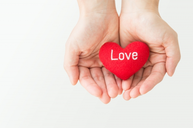 愛を両手で抱える